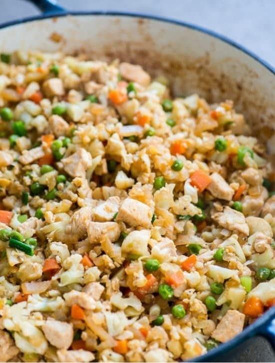 Cauliflower rice with veggies and chicken