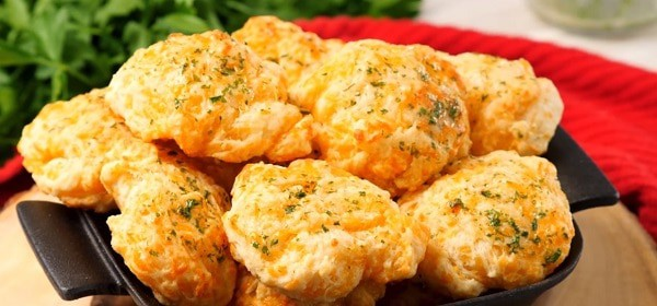 Low-Carb Red Lobster Cheddar Bay Biscuits